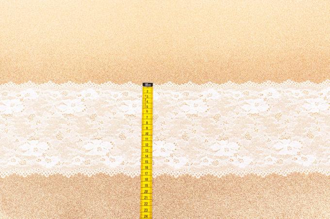 elastische Spitze in weiß