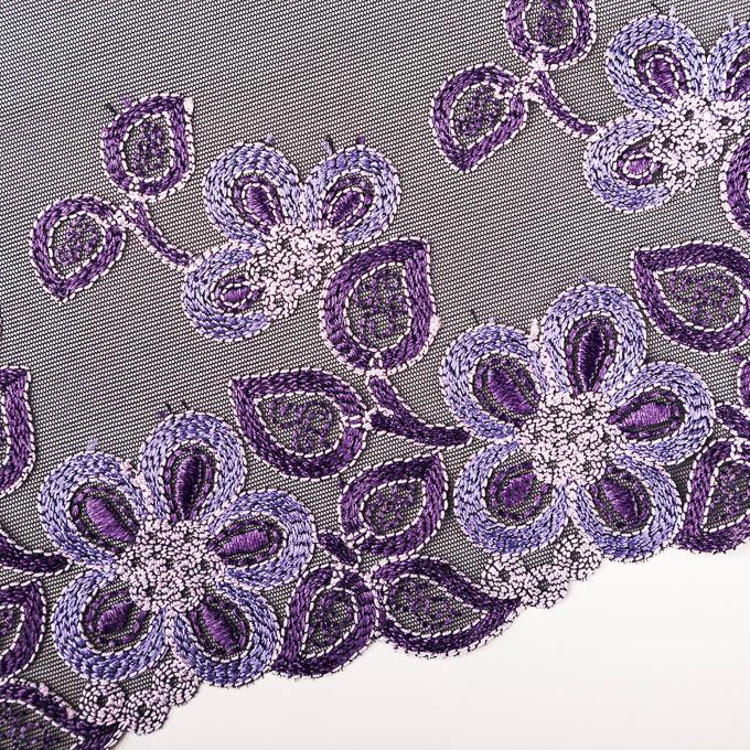 elastische Stickerei mit schwarzem Tüll und lila Stick