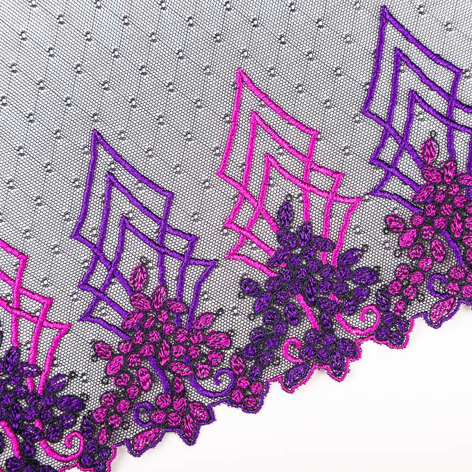 elastische Stickerei in schwarz mit Stick in violett magenta
