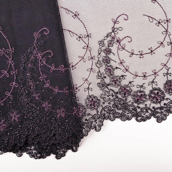 unelastische Stickerei auf schwarzem Tüll mit schwarzem und lilac-altrose Stick