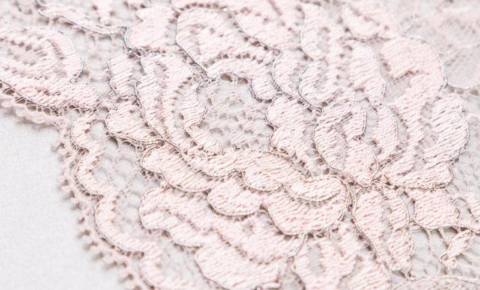 elastische Spitze in helles rosa