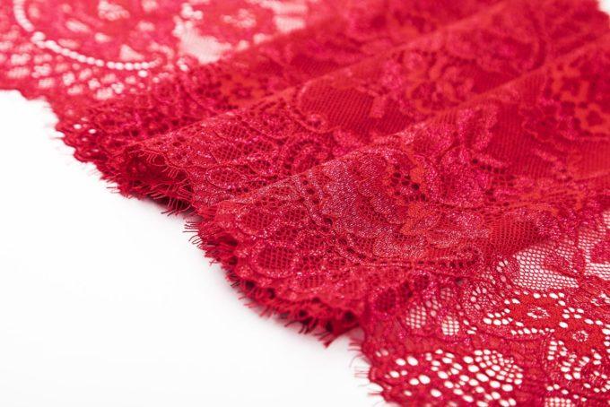 elastische Spitze in rot mit Schimmer